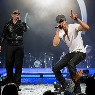 Enrique_Iglesias_and_Pitbull_2015